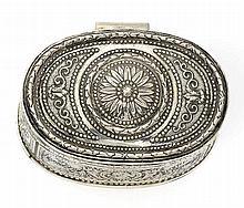 Kleine ovale Dose mit Reliefdekor