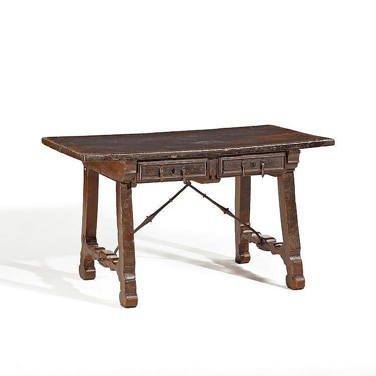 Renaissance Table. Spain. 17th C. Ash, walnut.
