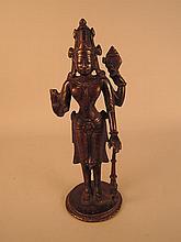 VISHNOU debout à 4 bras, coiffé de la tiare MUKUTA tenant le conque et la massue.