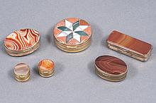 Lot de six BOITES à charnière de forme ronde, ovale et rectangulaire, les montures en métal doré, décorées d'agates colorées et de pierres dures. (Accident à deux).