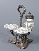 NECESSAIRE DE TABLE en métal portant deux salières et un moutardier en verre doublé d'émail blanc taillé orné de filets dorés. Haut.