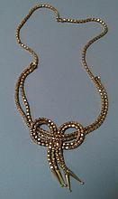 COLLIER en or jaune 18 cts avec motif en forme de naeuds Poids 25,8g