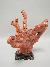 CHINE (XX°). Branche de CORAIL rouge à six bras. Socle en bois H 21cm