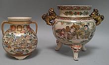 JAPON (XX°) Lot composé d'un VASE à deux anses et d'un BRULE PARFUM tripode en céramique à décor satsuma de paysages animés H 11 et 14cm (couvercle du brûle parfum manquant)