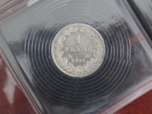 Lot de 2 PIECES : 1 Franc 1831 Henri V, état TTB et ½ Franc 1833 Henri V, état TTB