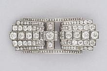 BROCHE en platine transformée en clip double entièrement  pavée de diamants de taille ancienne.