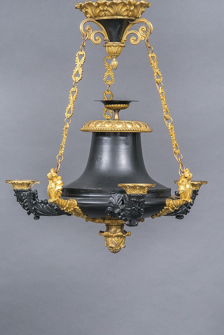 lustre en t le laqu e noir et bronze dor en forme de lampe. Black Bedroom Furniture Sets. Home Design Ideas