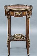 TABLE de salon de forme cylindrique en acajou et placage d'acajou.