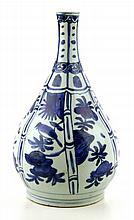 Een blauw wit fles.