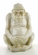Een witte zittende aap.