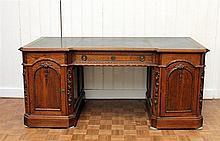 Een eikenhouten bureau