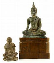 Twee diverse zittende boeddha's.