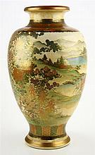 Een grote Japans Satsuma aardewerk vaas.