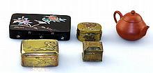 Doosje met parelmoer, drie kleine Japans koperen doosjes, Yixing trekpotje.