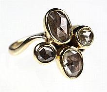 Een 14k gouden roosdiamanten ring