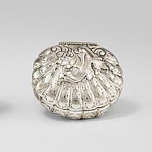 Snuff box in shell form by Johann II Pepfenhausen
