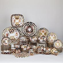 Royal Crown Derby Imari (2451) Pattern Service, 20th century (184 Pieces)