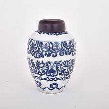Export Blue and White Ginger Jar, Kangxi Period (1662-1722), height 6.3