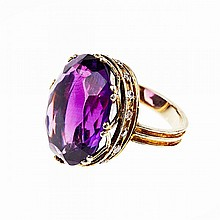 18k Yellow Gold Ring, set with a large fancy oval cut amethyst in a mount decorated with 16 small brilliant cut diamonds