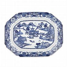 Fine Blue and White Platter, Qianlong Period (1736-1795), ??? ??????, width 14.6