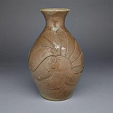 EVOO SAMGUSAK MANGELIK (1942-), VASE DECORATED WITH ABSTRACT FACES IN PROFILE, ceramic, height 11.5