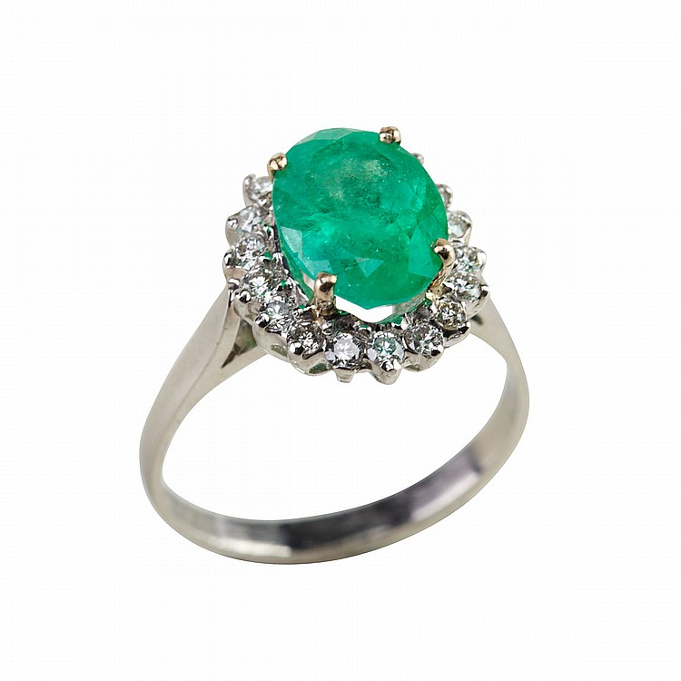 Platinum Ring set with an oval cut emerald (approx. 1.85ct.) encircled by 18 small brilliant cut diamonds, size 6 1/2, 4.4 grams