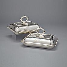 Pair of English Silver Covered Entrée Dishes, Joseph Rodgers & Sons, Sheffield, 1910, length 11.1