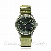 A GENTLEMAN'S STAINLESS STEEL BRITISH MILITARY SMITHS R.A.F. PILOTS WRIST W