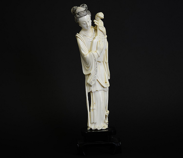 19th Century Chinese Ivory Figure of Woman with Pipa