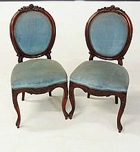 A PAIR OF MAHOGANY PARLOUR CHAIRS, 19TH CENTURY each oval padded back withi