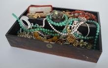 A wooden box of costume jewellery etc. Est. £50 -