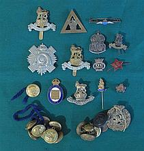 20th Century: Collection of assorted military badges and buttons