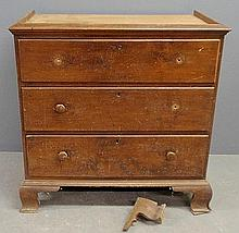 Pennsylvania Chippendale walnut chest-on-chest base, c.1780, with original ogee bracket feet. 41