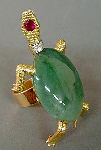 Ladies 14k gold and jadeite turtle-form ring with ruby eye and chip diamond collar and tail, 2.25