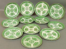 Set of twelve Chinese porcelain green Fitzhugh plates, late 18th c., various sizes from approx. 9.75