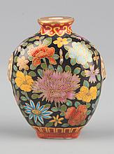 A COLORFUL PAINTED GLASS SNUFF BOTTLE