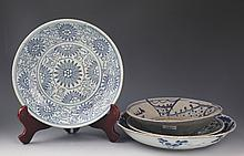 A GROUP OF BLUE AND WHITE PORCELAIN PLATE