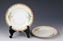 A PAIR OF PINK COLOR PAINTED PORCELAIN PLATE