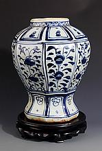 A FINELY PAINTED EIGHT EDGE BLUE AND WHITE PORCELAIN JAR