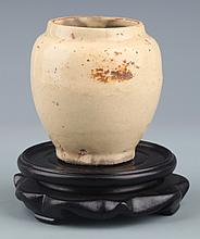 A SMALL GE-TYPE GLAZED PORCELAIN JAR