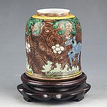 A COLORFUL PAINTED SMALL PORCELAIN JAR