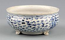 A BLUE AND WHITE PORCELAIN CENSER