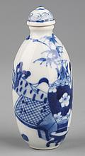 A BLUE AND WHITE PORCELAIN SNUFF BOTTLE WITH COVER