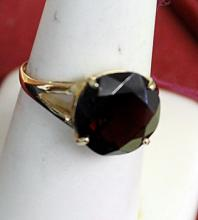 Lady's 14K Yellow Gold Garnet Ring(5)