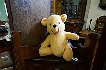 Vintage musical Winnie the Pooh Walt Disney by Caligfornian stuffed toys