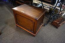 1920 oak lift top box