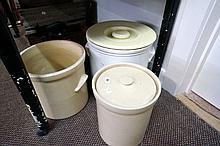 3 large crock pots with 2 lids