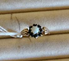 9ct gold ring with single opal