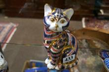 R/Crown Derby imari figure of seated cat with gold stopper