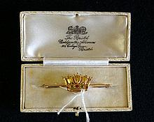 9ct gold enamel naval crown brooch in original box by The British Bristol Goldsmiths alliance 4.34 gms